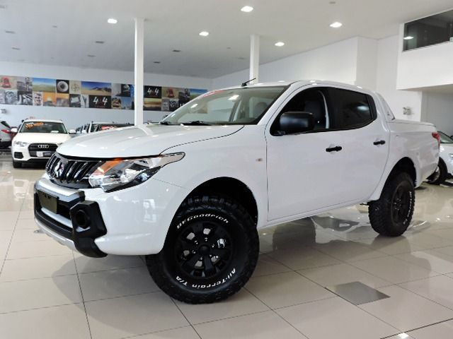 Mitsubishi All New L200 TRITON  SPORT GLX 2.4 Zero Km, Branco, 4 portas, Manual, Diesel Seminovos